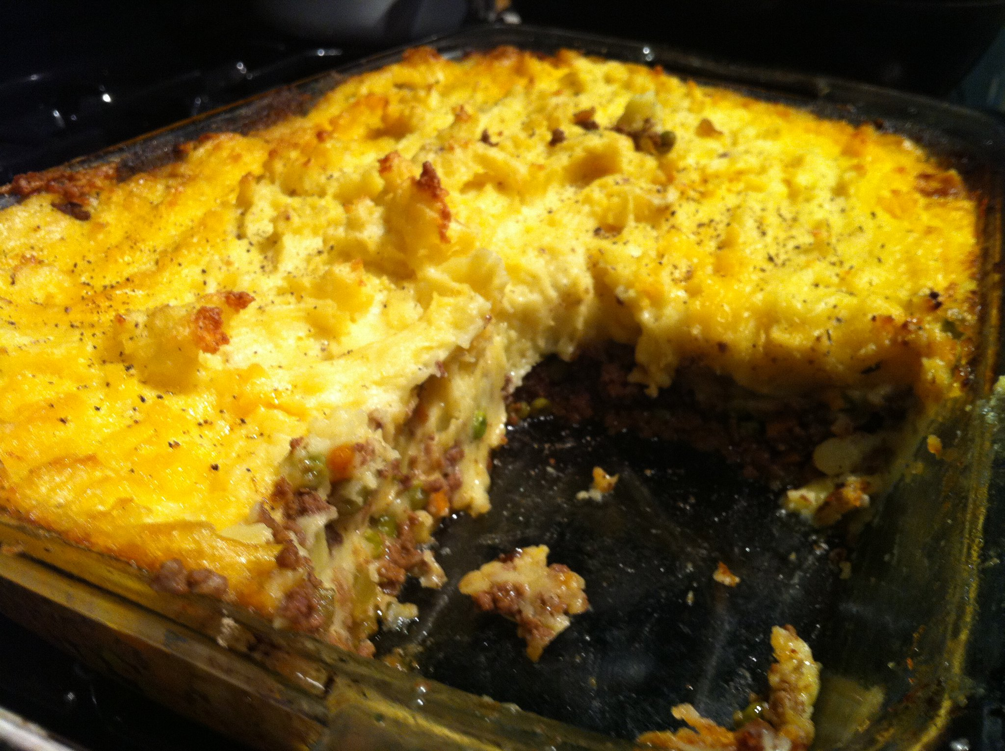 traditional-shepards-pie-yummy-ground-beef-and-vegetables-topped-with ...